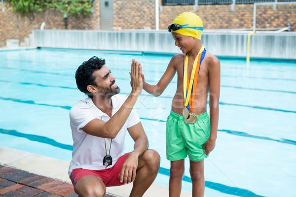 Nino máximo de cinco entrenador agua feliz aprendizaje Foto stock © wavebreak_media