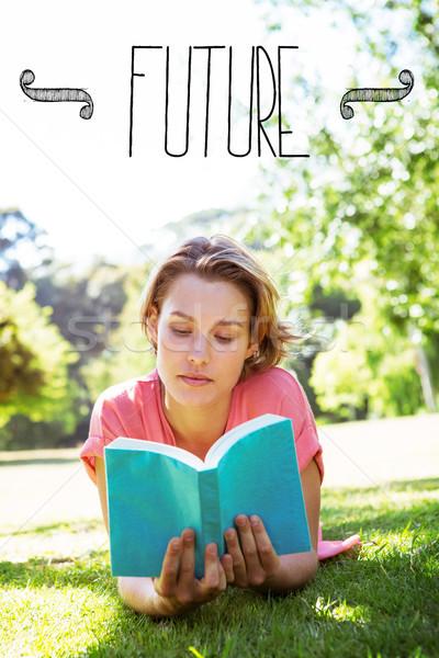 Futuro mulher bonita leitura livro parque mulher Foto stock © wavebreak_media