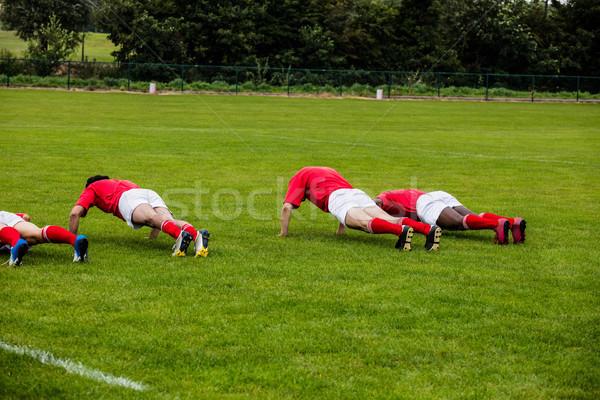 Rögbi játékosok fekvőtámaszok park világ vonat Stock fotó © wavebreak_media