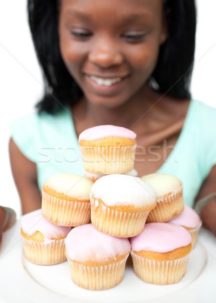 Sorridente mulher jovem olhando bolos branco menina Foto stock © wavebreak_media