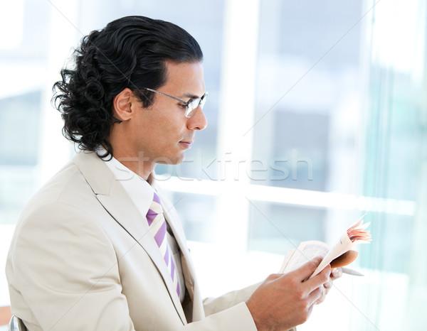 Biznesmen czytania gazety biuro wiadomości wykonawczej Zdjęcia stock © wavebreak_media