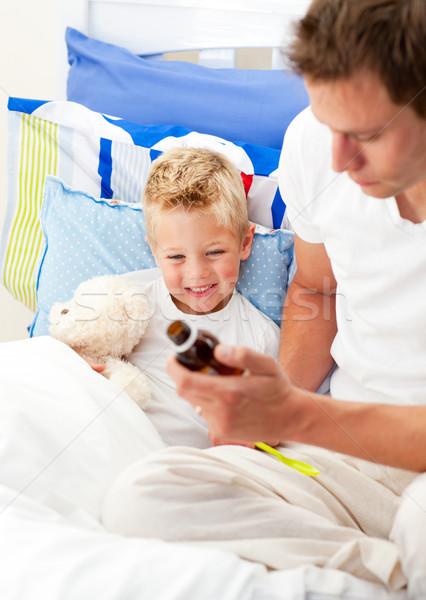 Gondoskodó férfi néz beteg fiú család Stock fotó © wavebreak_media