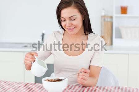 Stok fotoğraf: Kadın · yeme · çilek · yatak · odası · kız · gülümseme