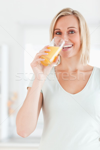 かわいい 女性 飲料 オレンジジュース 見える カメラ ストックフォト © wavebreak_media