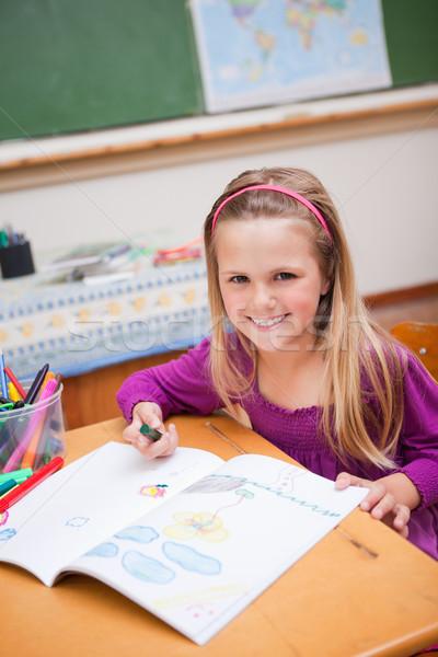 Portret uśmiechnięty uczennica rysunek klasie dziewczyna Zdjęcia stock © wavebreak_media