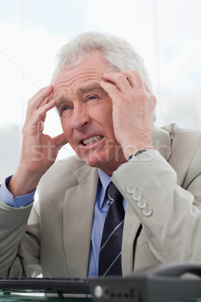Portret moe senior manager hoofdpijn kantoor Stockfoto © wavebreak_media