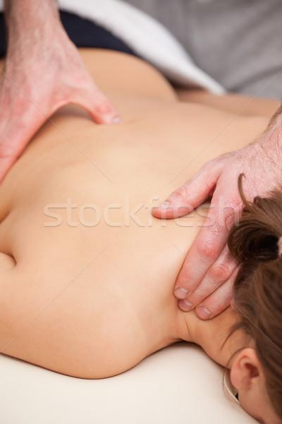 Foto stock: Médico · em · pé · paciente · quarto · mãos