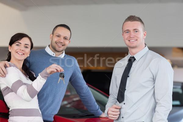 продавцом ключами пару автомобилей магазин Сток-фото © wavebreak_media