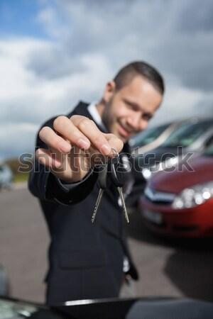 Heureux revendeur clés de voiture extérieur affaires Photo stock © wavebreak_media