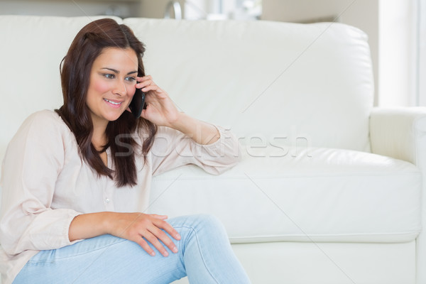 Сток-фото: женщину · призыв · гостиной · дома · телефон · связи
