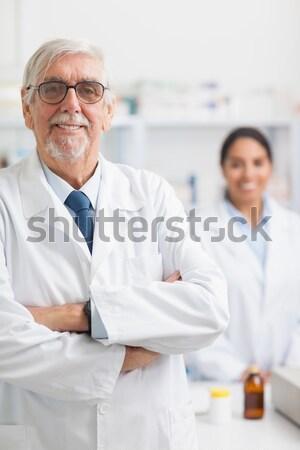 улыбаясь мужчины фармацевт указывая наркотики больницу Сток-фото © wavebreak_media