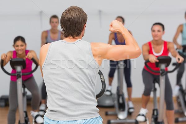 Entrenador fitness clase masculina gimnasio hombre Foto stock © wavebreak_media