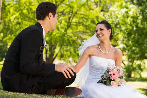 Boldog friss házas pár ül park fiatal Stock fotó © wavebreak_media