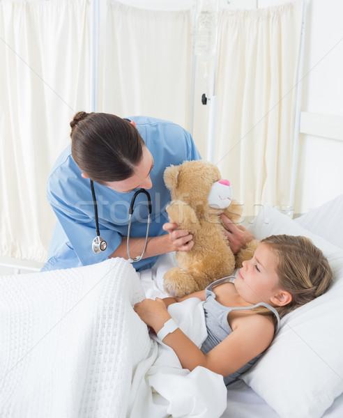 Médico osito de peluche enfermos nina femenino Foto stock © wavebreak_media