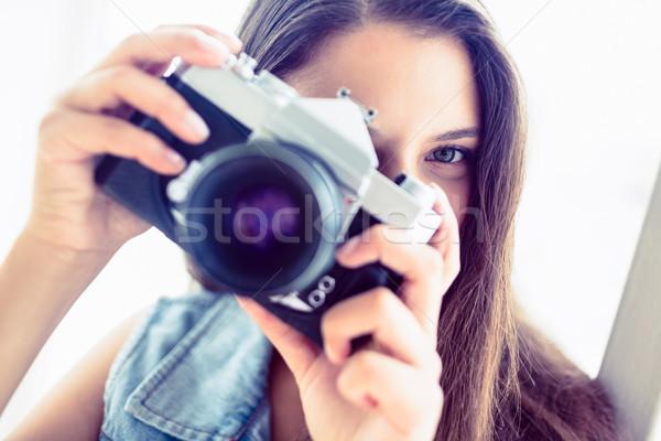 Esmer kadın fotoğraf parlak oda Stok fotoğraf © wavebreak_media