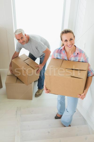 Gelukkig paar karton nieuw huis Stockfoto © wavebreak_media