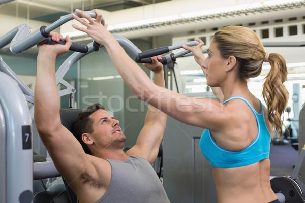 パーソナルトレーナー コーチング ボディービルダー 重量 マシン ジム ストックフォト © wavebreak_media