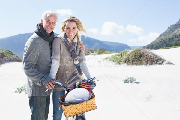気楽な カップル 自転車 ピクニック ビーチ 明るい ストックフォト © wavebreak_media