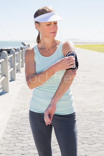 Geschikt rijpe vrouw permanente pier muziek Stockfoto © wavebreak_media