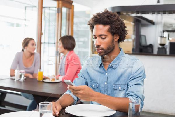 Jóképű férfi küldés szöveg kávéház férfi kávé Stock fotó © wavebreak_media