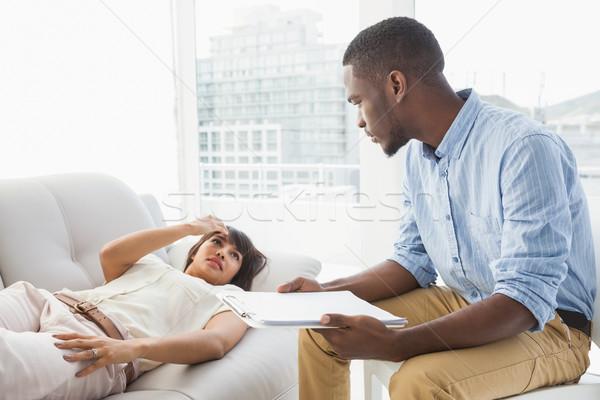 Femme canapé parler thérapeute bureau homme Photo stock © wavebreak_media