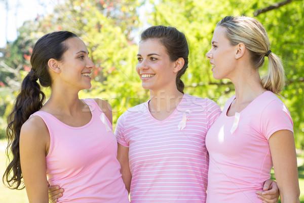 Glimlachend vrouwen roze borstkanker bewustzijn Stockfoto © wavebreak_media