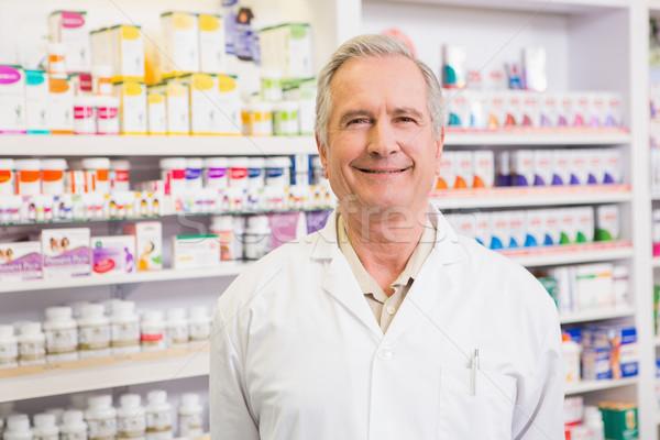Sonriendo altos farmacéutico pie farmacia hospital Foto stock © wavebreak_media