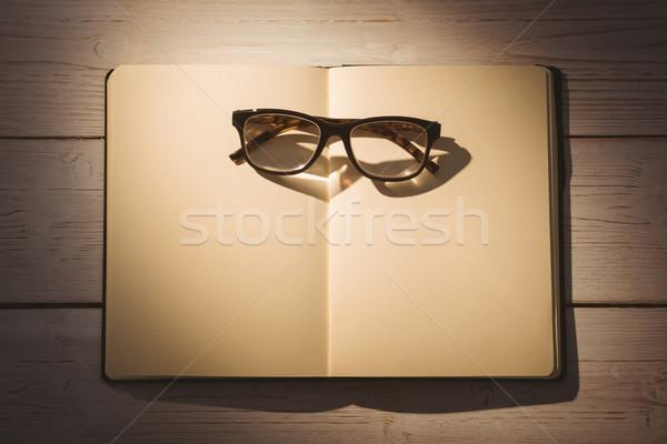 üres jegyzettömb olvasószemüveg asztal üzlet iroda Stock fotó © wavebreak_media