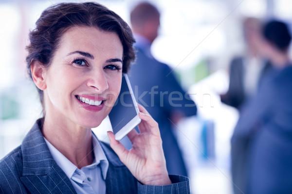üzletasszony telefonbeszélgetés iroda nő férfi üzletemberek Stock fotó © wavebreak_media