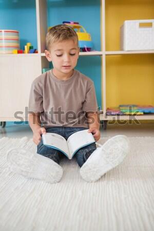Weinig jongen vergadering vloer lezing verhalenboek Stockfoto © wavebreak_media