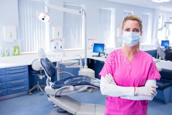 Dentista máscara cirúrgica em pé brasão dobrado dental Foto stock © wavebreak_media