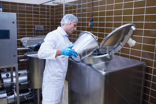 улыбаясь человека лабораторный халат что-то машина Сток-фото © wavebreak_media