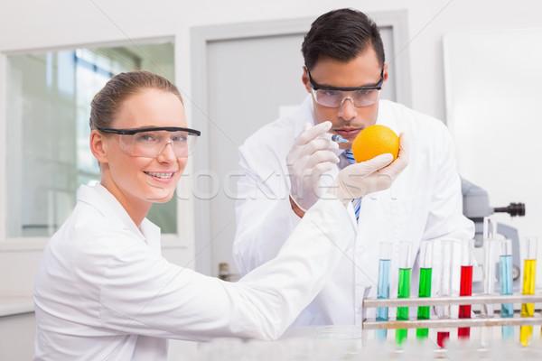 Wissenschaftler orange Labor Frau glücklich Technologie Stock foto © wavebreak_media