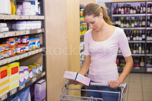 Csinos nő szőlőszüret doboz polc áruház nő Stock fotó © wavebreak_media