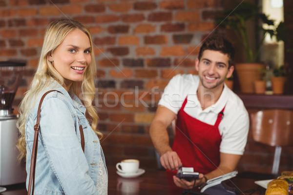 Lächelnd Kellner Pin Porträt Cafeteria Server Stock foto © wavebreak_media