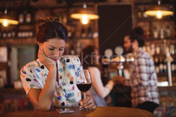 Sconvolto donna affettuoso Coppia pub party Foto d'archivio © wavebreak_media