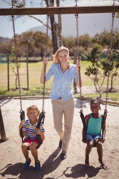 Foto stock: Retrato · treinador · balançar · escolas · recreio