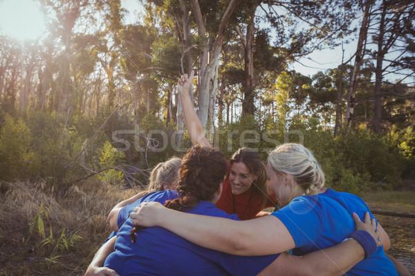 Gruppo donne boot campo montare Foto d'archivio © wavebreak_media