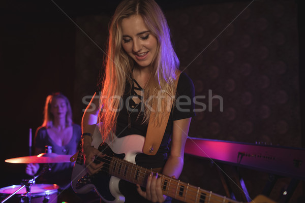 女性 ミュージシャン ナイトクラブ 女性 ストックフォト © wavebreak_media