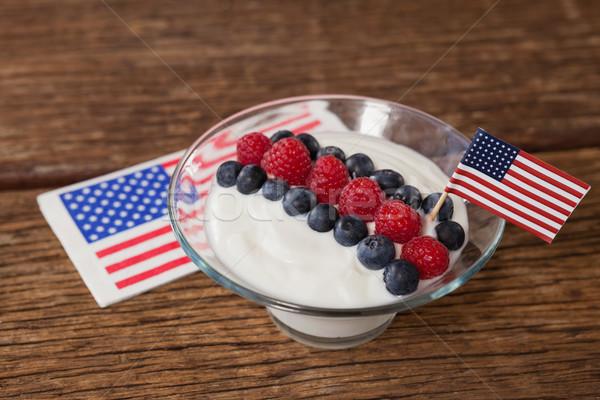 クローズアップ フルーツ アイスクリーム 装飾された 木製のテーブル ストックフォト © wavebreak_media