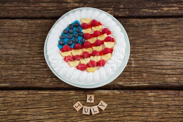 Randevú kockák gyümölcstorta fa asztal negyedike kilátás Stock fotó © wavebreak_media
