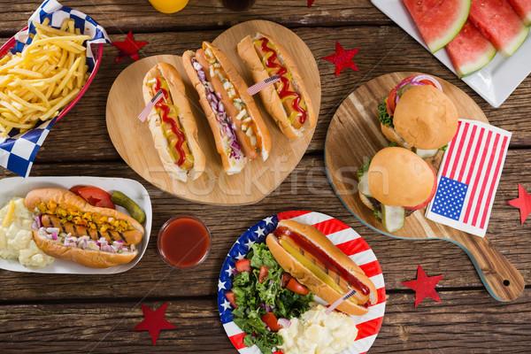 Hot psów drewniany stół żywności Zdjęcia stock © wavebreak_media