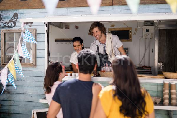 Gülen garson sipariş müşteri karşı gıda Stok fotoğraf © wavebreak_media
