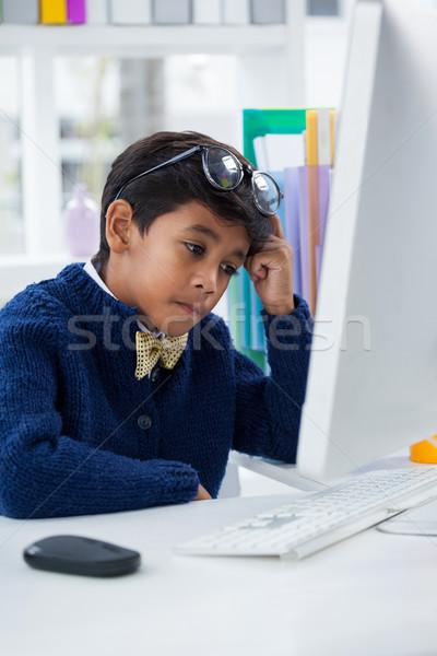 Verwechselt Geschäftsmann arbeiten Schreibtisch Büro Computer Stock foto © wavebreak_media