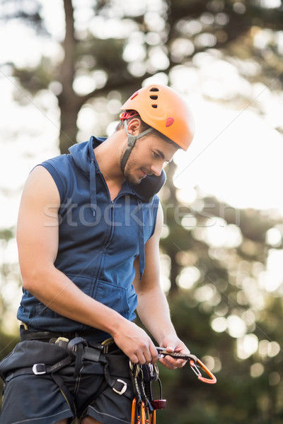Knap jonge wandelaar naar man bos Stockfoto © wavebreak_media