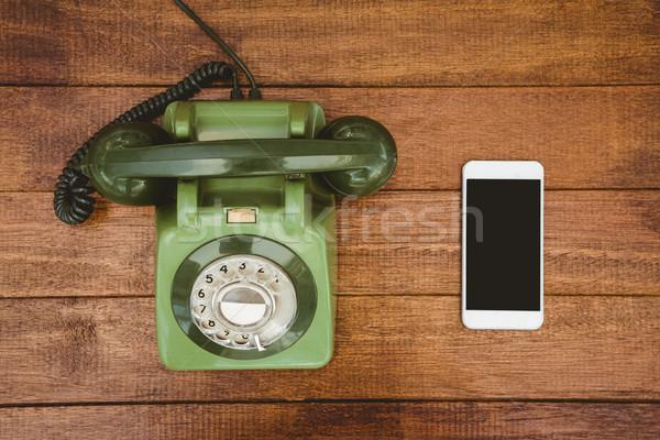 Ver velho telefone madeira secretária Foto stock © wavebreak_media