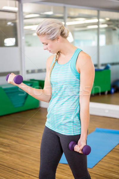 Encajar mujer pesas fitness estudio Foto stock © wavebreak_media