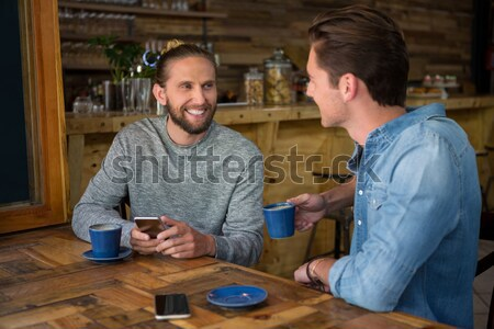 Twee mannelijke vrienden glas bier mexicaans eten Stockfoto © wavebreak_media