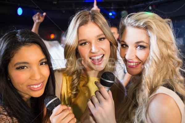 Mutlu arkadaşlar şarkı söyleme karaoke gece klübü kadın Stok fotoğraf © wavebreak_media