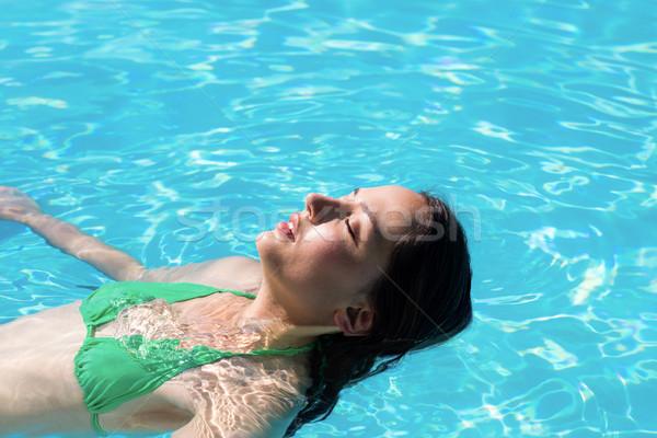 Mujer atrás piscina casa sol Foto stock © wavebreak_media